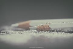 Gray glitter (Graella) Tags: lapices color pencil glitter macro closeup stilllife two dos purpurina bokeh brillos destellos colors 52semanas