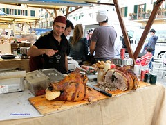 La porchetta (Chris Maroulakis) Tags: prato porchetta panino streetfood tasty fujix30 chris maroulakis 2016
