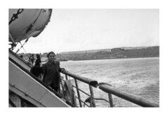 Dover - settembre 1952 (67-33) (dindolina) Tags: photo fotografia blackandwhite bw biancoenero monochrome monocromo marialaviniabovelli family famiglia history storia vintage 1952 1950s fifties annicinquanta boat barca mare sea england inghilterra dover