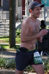 31 Rock 'n' Roll Marathon (Omunene) Tags: humanarocknrollmarathonneworleans2018 brooks race marathon 42195k 26219m esplanadeavenue faubourgstjohn neworleans runners shirtless pecs nipples navel bellybutton chest