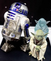 2017-Star Wars R2D2 & Yoda Statues by Artfx at SDCC-01 (David Cummings62) Tags: sandiego ca calif california comiccon con david dave cummings 2017 statue starwars movie movies artfx r2d2 yoda