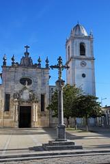 Crucero y Catedral de Aveiro (Portugal, 20-11-2017) (Juanje Orío) Tags: 2017 aveiro portugal crucero cruz catedral cathedral church iglesia plaza