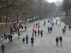 Utrecht: Ice-skating on Catharijnesingel (harry_nl) Tags: netherlands nederland 2018 utrecht schaatsen iceskating catharijnesingel winter