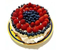Pavlova_1001_1 (Rikx) Tags: pavlova dessert tradition australiaday food cake strawberries blueberries meringue cream sugar adelaide southaustralia eggwhites explore red blue purple yellow colours fruit
