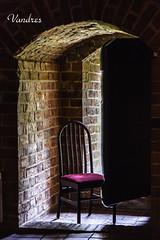 PLTI082017_955R_FLK (Valentin Andres) Tags: castillo malbork poland polonia castle chair posicion position silla surveillance vigilancia