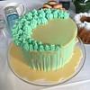 Kakussa kohtaa valkosuklaa ja mokka 💙👣  #ristiäiskakku #christeningcake #dripcake #whitechocolate (susanna_soppela) Tags: christeningcake whitechocolate dripcake ristiäiskakku