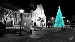 Año nuevo * Esquivias (Periqui) Tags: blanco negro navidad árbol monumento nocturna