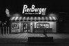"Night at ""Last Burger on Land"" (i.puebla) Tags: california losangeles santamonica eeuu usa pier puerto muelle nocturna noche night hamburguesería burger shop store restaurant restaurante bw blancoynegro blackandwhite blackwhite byn ruta66 nikon d7200"