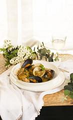 Patatas a la importancia con almejas y mejillones (Frabisa) Tags: patatas almejas mejillones guiso cebolla salsa cocinacasera saludable potatoes clams mussels stew onion sauce homemade healthy