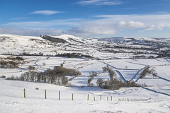 Snowy morning in the Hope valley (Keartona) Tags: castleton peakdistrict hope valley snow winter hills countryside england english derbyshire sunny morning landscape