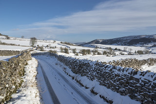 Snowy lane near Bradwell