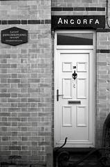 Angorfa, y Groeslon, Gwynedd - hen gartref John Gwilym Jones (Rhisiart Hincks) Tags: llenyddiaeth lennegezh litreachas literature cuimris kembraeg galesera gallois cymraeg welsh ue eu ewrop europe eòrpa europa aneoraip a'chuimrigh kembra wales cymru kembre gales galles anbhreatainbheag 威爾斯 威尔士 maison tŷ chi tigh taigh etxe ti teach house casa dramodydd dramaour dramatist johngwilymjones angorfa ygroeslon gwynedd blancinegre duagwyn gwennhadu dubhagusgeal dubhagusbán blackandwhite bw zuribeltz blancetnoir blackwhite monochrome unlliw blancoynegro zwartwit sortoghvid μαύροκαιάσπρο