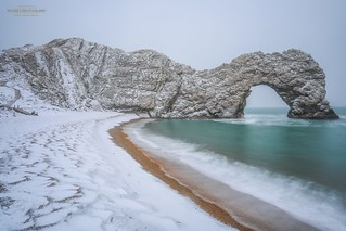 Durdle Door in the Snow such a magical moment to see this fantastic landscape in the Snow #Dorset #UKSnow #DorsetSnow #VisitDorset #DorsetLandscapes #SnowHour