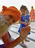 Hi, friends, nice week-end 👋 (Make our PLANET great again !) Tags: inde india punjab amritsar templedor goldentemple gens people enfant girl bonjour hello nikon