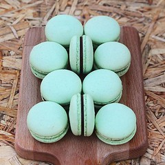 Macarons in mint today ☺️ available to buy 😚 we're thinking of doing more of these in the future....what do you think? And which flavours would you like? 😋 . #macaron #mintmacaron #mint #patisserie #bombompatisserie (bombompatisserie) Tags: loughborough cake cafe bom patisserie