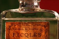 Ricqlès (Rollerphilc) Tags: canon macro macromondays inabottle bouteille