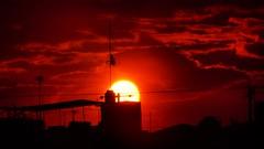 Termina la tarde... Las grandes maravillas urbanas que hay en las azoteas de la cuidad. #sun #sunset #atardecer #atardeceres #atardeceresmx #wires  #antenna #cables #antenas #Instagram #instagood #instagrammer #instagrammers #picoftheday #streetphotograph (a.moncadaolmos) Tags: antenas atardeceresmx atardeceres qro warmcolors instagram mexico photostreet sun streetphotoqro wires sunset instagrammers sjr picoftheday antenna flickr atardecer streetphotography fullcolour instagrammer street instagood sanjuandelrio queretaro vsco streetphotographybw cables mx