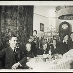 Archiv FaMUC138 Münchner Familie, Weihnachtszeit, 1920er thumbnail