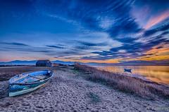 Les barques (Shoot Enraw) Tags: barques poselongue saintnazaire bracketting coucherdesoleil pyrénnéesorientales cabanesdepêcheurs canigou canetenroussillon etang 110160mmf28