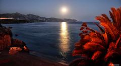 Luna en Nerja (F. Nestares P.) Tags: moon luna playa noche aatvl01