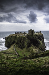 Dunnottar Castle (daedmike) Tags: scotland grampian dunnottarcastle dunnottar northsea sea water coast clouds stormy castle ruin historical staircase rocks cliff ancient