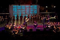 Hommage aux gens de l'ombre (mifranc91) Tags: concert coulisses d700 lumières nikon scène spectacle troupe zicos
