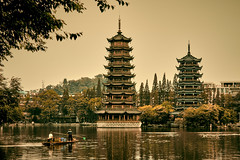 Two Towers (marco_catullo) Tags: guilin chinese china arquitectura lake lago boat fisherman pescadores bote