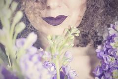 Lilas (Rafi Moreno) Tags: rafi canon photoshop lilas flores flowers vintage retro retrato autorretrato selfportrait portrait pale soft bokeh desenfoque hipster