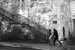 In front of the street of the artists (pascalcolin1) Tags: paris homme man photoderue streetview urbanarte noiretblanc blackandwhite photopascalcolin 50mm canon50mm canon escaliers stairs