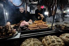 XE3F7040 (Enrique Romero G) Tags: pajda chiebas bigos stewed cabbage col estofada kielbasa sausage salchichas stek steak filete kaszanka black pudding morcilla golonka pork knukle codillo ziemniaki potatoes patatas yummy rechupete rico riquísimo noche nocturna night fujixe3 fujinon1024