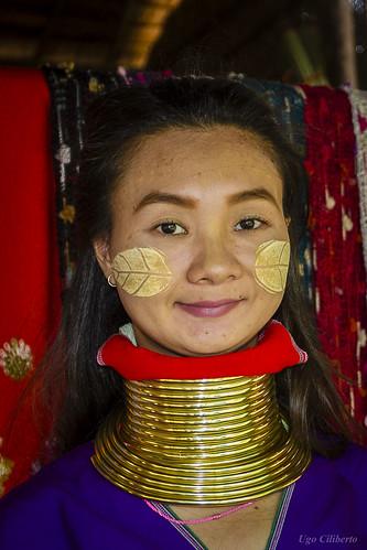 Villaggio Yapa (Tribu Padaung) - Donna dal collo lungo 1