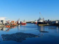 Aberdeen Harbour, Aberdeen, Jan 2018 (allanmaciver) Tags: aberdeen harbour reflections boats vessels colours ice float by shades shadows clear winter day january east coast river dee north city silver calm watch admire weather cold allanmaciver
