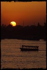 Superluna en el Nilo (mariadoloresacero) Tags: acero mdacero sony ilca68 couche de soleil anochecer crepúsculo sunset superluna bâteau barco river rivière río egypte egipto nilo