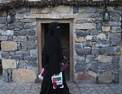 where tradition meet modesty (lightlyscented) Tags: fashio fashion purchase tradition religion cover bag ladies islamic pardha burkha house home bedouin dubai abudhabi alain dsf qatar saudi palestine jordan egypt oman yeman