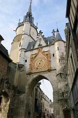 Auxerre - Tour de l'Horloge (godran25) Tags: europe france bourgogne burgundy yonne auxerre tour horloge clocktower arche medieval médieval porte portedeville mur murs ardoises cadran