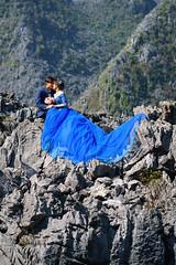(monsieur ours) Tags: vietnam mountain montagne couple love amour wedding mariage dress robe roche rock couleur color