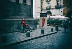 Porta Fortuna (Michele Fini) Tags: napoli rosso street fortuna campania italia lavoro nero