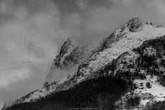 Bruma sobre Peñas de Aia (fotoneoo) Tags: peñasdeaia montaña paisvasco flickrestrellas flickraward irun paisaje landscape nieve snow bruma fog niebla