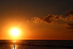La pagaia gaia (meghimeg) Tags: 2018 lavagna acqua water mare sea cielo sky alba sunrise spiaggia beach donna woman pagaia