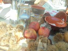 032 (en-ri) Tags: scodelle vetrina sony sonysti apples mele foglie leaves ricci castagne