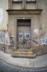 Street (gerhardschorsch) Tags: sony street zeiss za ilce7r a7r available architektur fe55mmf18za 55mm fe55mm germany urban tür eingang graffiti kunst künstlerhaus kunstwerk