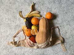Natura morta (LaSandra.) Tags: sandralazzarini naturamorta frutta fruit banana zucca pumpkin orange arancia limone lemon bomba reggiseno bra studio