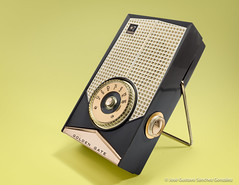 Golden Gate (Westinghouse H697P7), RADIO PERSONAL DE TRANSISTORES, Circa 1959, Assembled in México by Armadora Golden Gate with parts from Westinghouse Electric Corp., U.S.A. (José Gustavo Sánchez González) Tags: transistorradio gustavo josegustavo transistor vertical goldengate westinghouse h697p7 usa méxico