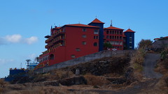 Colorful hotel (Steenjep) Tags: madeira portugal ferie holiday urlaub landscape landskab scene view sea hav light ray wave sky cloud himmel beach hotel
