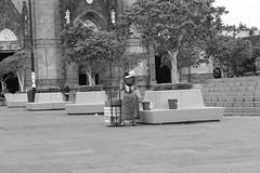 La vida sigue (George.Photoculture) Tags: photography canon fotografia foto art canonphotography camera blackandwhite guadalajara beautiful style sociedad street family familia world picture photo photographer photographers photoshoot portrait mexico jalisco culture cultura momentos moments