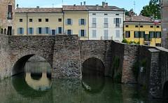 Fontanellato (Parma), il fossato della Rocca Sanvitale e le case di piazza Garibaldi (Valerio_D) Tags: fontanellato roccasanvitale emilia emiliaromagna italia italy 2016primavera 1001nights