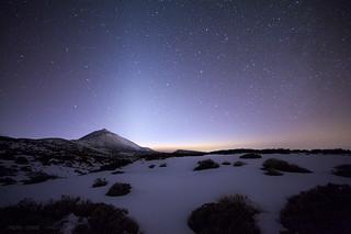 Teide nevado y Luz Zodiacal