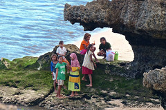 The girl's shelter, Pelabuhan Pero,  Sumba Barat Daya (Sekitar) Tags: indonesia sumba barat daya ntt nusatenggaratimur kleinesundainseln lessersundaislands east girl shelter pelabuhan pero rock laut sea earthasia