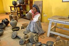 Black pottery work (Chemose) Tags: mexico mexique alfareríadoñarosa handicraft artisanat poterie pottery portrait barronegro hdr canon eos 7d mars march sanbartolocoyotepec