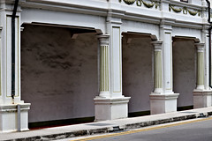 Five Foot Way (SINGAPORE) (ID Hearn Mackinnon) Tags: five foot walk walkway covered under cover singapore singaporean asia asian south east architecture architectural column colonial era british 2017 joon chiat city town planning planners traditional old fading